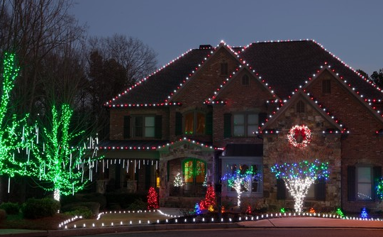 Tips to Hanging Holiday Lights for Your Huntsville, AL Home